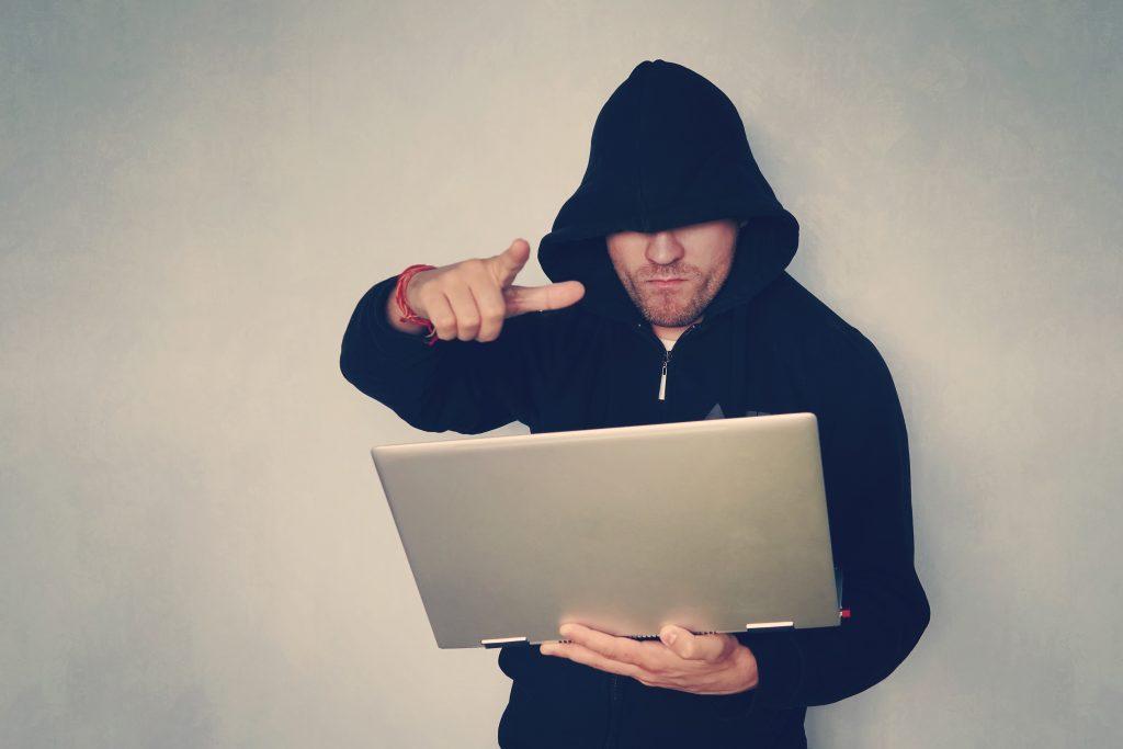 ネット誹謗中傷の書き込み犯の調べ方!特定手順を解説!